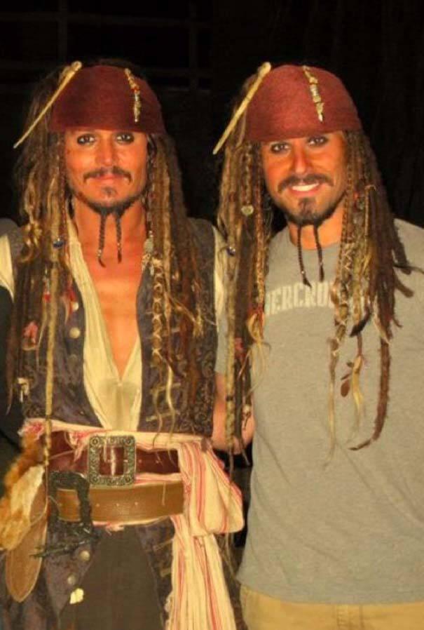 Διάσημοι ηθοποιοί φωτογραφίζονται με τους κασκαντέρ σωσίες τους