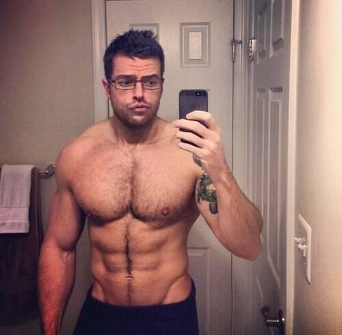 Να γιατί οι άντρες δεν πρέπει να ξυρίζουν το στήθος τους!
