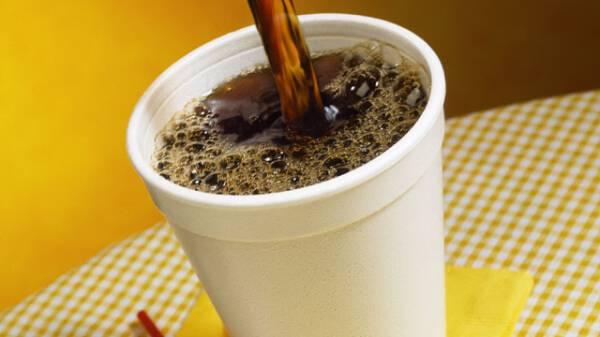 Μεγάλη Προσοχή: Επικίνδυνα για καρκίνο τα λευκά πλαστικά ποτηράκια του καφέ