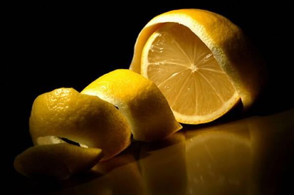 Μην πετάτε ποτέ τις φλούδες λεμονιού! ΔΕΙΤΕ γιατί !!!