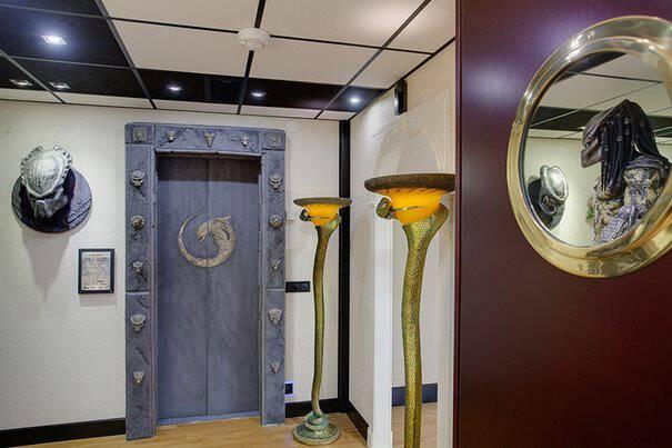 Αυτό το σπίτι που πωλείται στη Σουηδία μοιάζει συνηθισμένο. Μέχρι να ανοίξετε τη πόρτα..