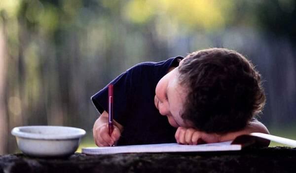 «Αχρηστος εγώ»; Το γράμμα ενός μαθητή της έκτης δημοτικού που πρέπει όλοι να διαβάσουμε