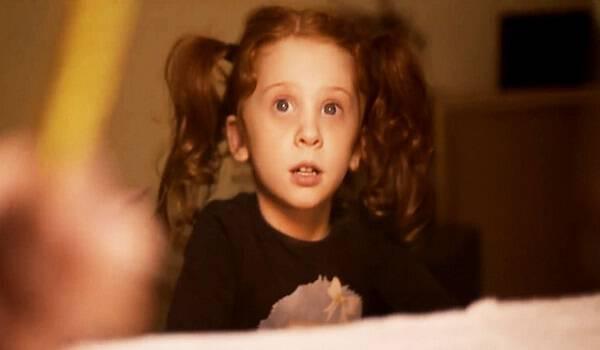 Αυτό το μικρό κορίτσι εγκαταλείφθηκε από την οικογένεια του. Μη βιάζεστε όμως να βγάλετε συμπεράσματα.