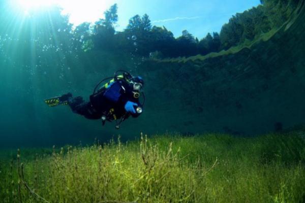Screenshot 210 600x400 Λίμνη Flathead: Ένα μικρό θαύμα της φύσης! Δείτε γιατί μοιάζει ρηχή ενώ φτάνει τα 115 μέτρα βάθος!