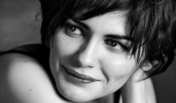 audrey_tautou_wallpaper_by_catsya-d30pvyp.png-600x375