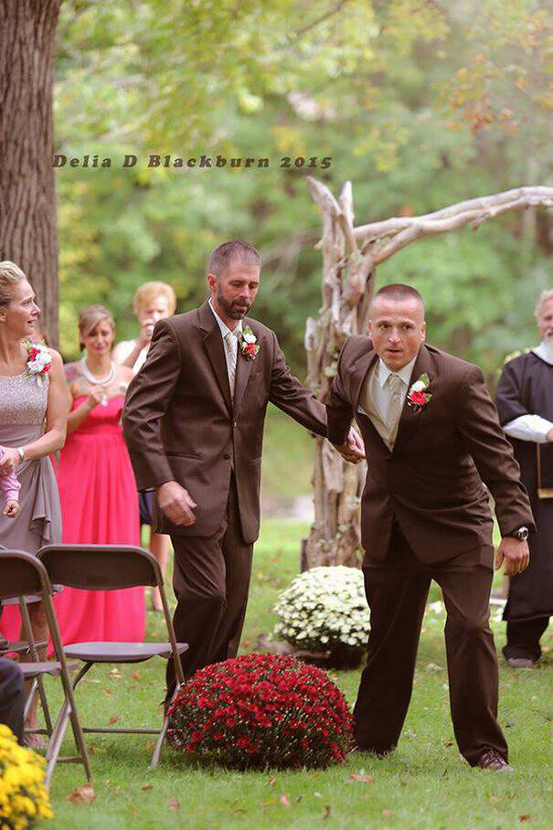 Ο πατέρας της νύφης σταμάτησε ξαφνικά τον γάμο. Για να κάνει κάτι που συγκίνησε τους πάντες..
