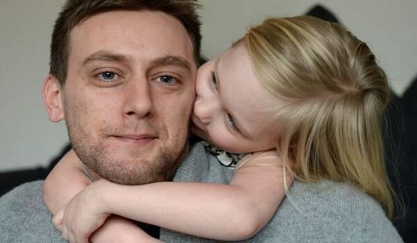 Το συγκινητικό γράμμα ενός πατέρα με καρκίνο στην κόρη του, που ραγίζει και την πιο σκληρή καρδιά!