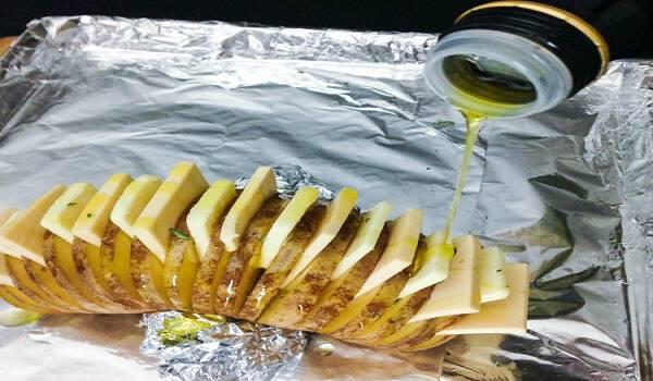 Ένα απλό κόλπο μετατρέπει μια ψητή πατάτα σε αριστούργημα. Σχεδόν θα παραείναι όμορφο για να το φάτε!