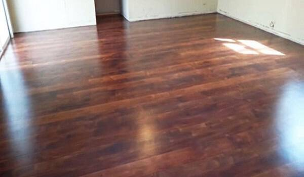 Πως να κάνετε ένα πάτωμα από τσιμέντο να μοιάζει με παρκέ (ΒΙΝΤΕΟ)