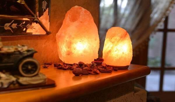 Λάμπες από αλάτι Ιμαλαΐων για καλύτερο ύπνο και πνευματική διαύγεια