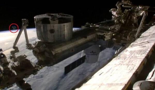 NASA: Ζωντανή σύνδεση με τον διαστημικό σταθμό καταγράφει UFO! Βίντεο