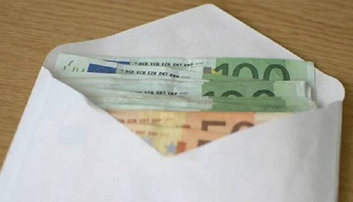 Βρήκε έναν φάκελο με 10.600 ευρώ και προσπάθησε να βρει ποιος τον έχασε. Την επόμενη μέρα δέχθηκε ένα τηλεφώνημα.