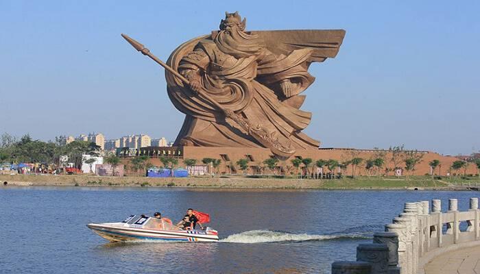 Ο επιβλητικός μεγαλοπρεπής πολεμιστής Guan Yu της Κίνας