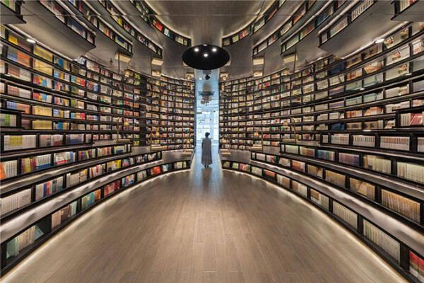 perierga.gr - Εντυπωσιακό βιβλιοπωλείο μοιάζει... ατελείωτο!