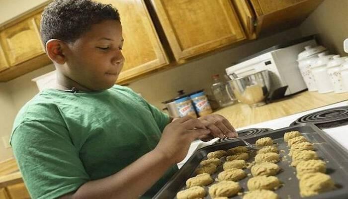 Το οχτάχρονο παιδί που άνοιξε το δικό του αρτοποιείο για να αγοράσει στη μόνη μητέρα του ένα σπίτι