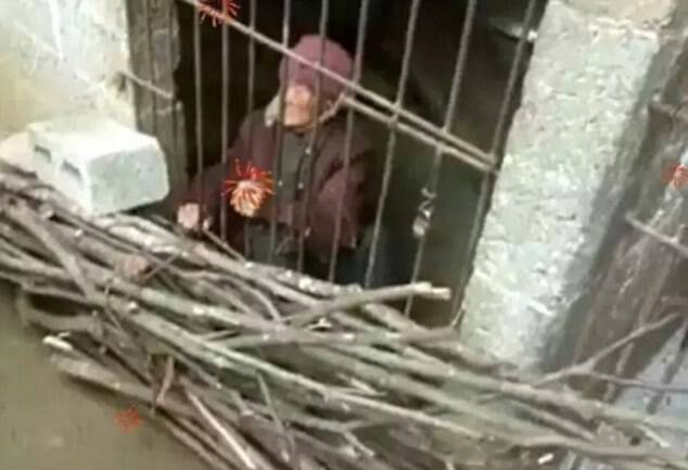 The elderly woman was forced to sleep on a piece of wood with a quilt for warmth