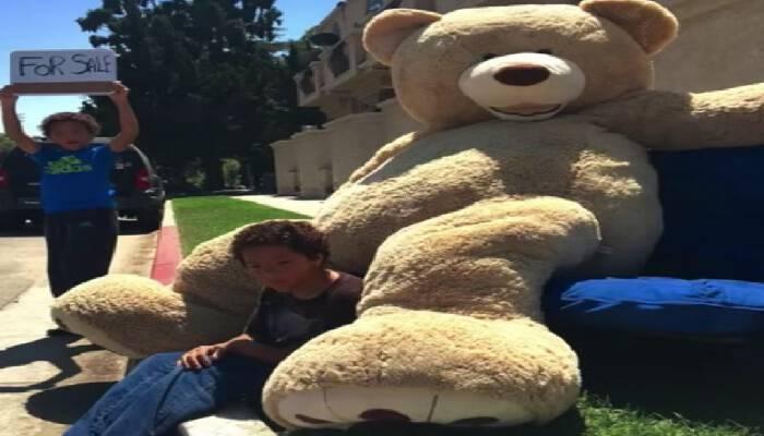 Κανείς δεν ήθελε να αγοράσει τον αρκούδο που πούλαγαν τα παιδιά…Τότε εμφανίστηκε ο πιο απρόσμενος πελάτης …