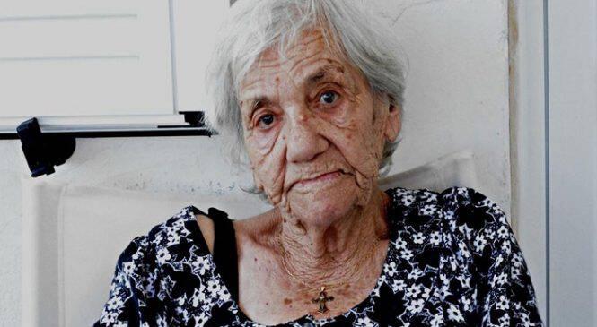 Ικαριώτισσα αναγκάστηκε να ζει στο ίδιο χωριό με τον ρουφιάνο που την κατέδωσε επί Χούντας