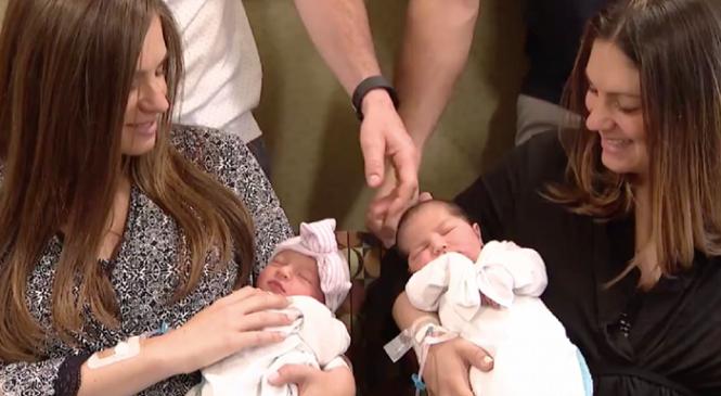 Αδερφές γέννησαν την ίδια ημέρα χωρίς να το έχουν προγραμματίσει