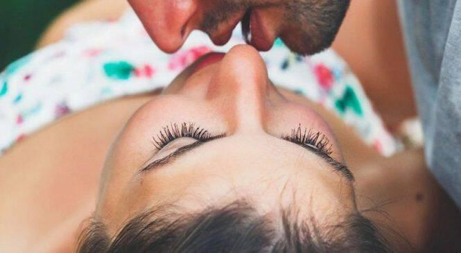 Έχετε αναρωτηθεί ποτέ γιατί φιλάμε τον σύντροφό μας με γλώσσα; – Αυτή είναι η επιστημονική απάντηση