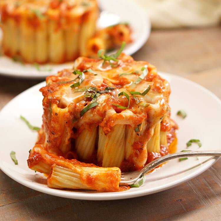 You can make these eye-catching mini rigatoni pasta pies in a coffee mug! Rigatoni pasta stuffed with melted mozzarella cheese, marinara sauce, and fresh basil.