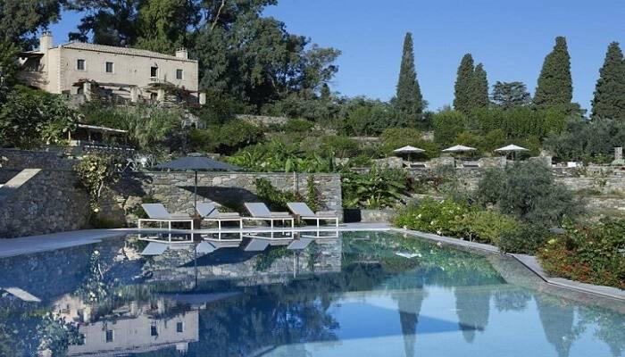 Εντυπωσιακές εικόνες: Αυτό είναι το πιο ρομαντικό ξενοδοχείο της Ελλάδας στη Πελοπόννησο!