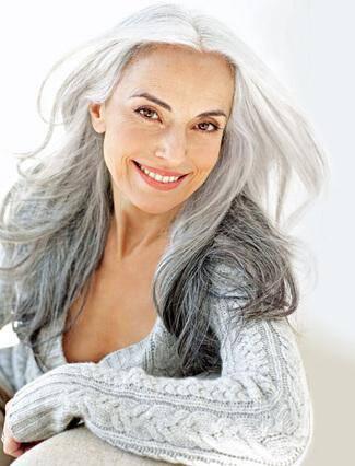 Είναι σχεδόν 60 ετών, μοιάζει 30 και μοιράζεται το μυστικό της νεότητας με όλους.