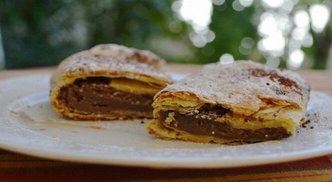 Φτιάξτε μια πεντανόστιμη γλυκιά μπουγάτσα με νουτέλα, κρέμα βανίλιας και σοκολάτα!