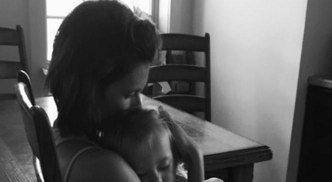 «Όταν σε κρατάω αγκαλιά βρίσκω τη γαλήνη» – Τα συγκλονιστικά λόγια μιας μητέρας που θα κάνουν όλες τις μαμάδες να ανατριχιάσουν
