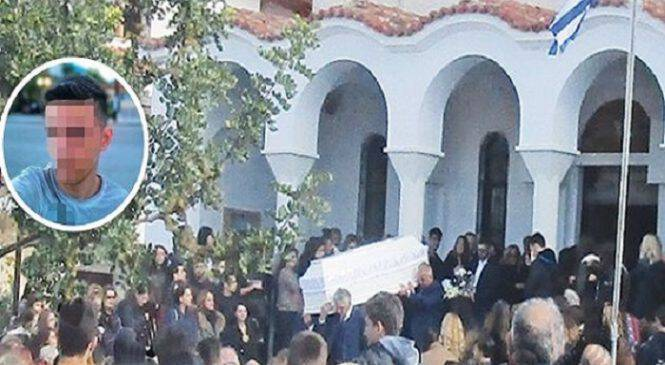 Πού πας, ψυχούλα μου: Ράγισε καρδιές η κραυγή της μάνας του μαθητή που αυτοκτόνησε από γέφυρα