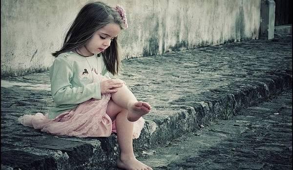 Ένα κορίτσι τη ρώτησε αν της αρέσει το φόρεμα που φοράει. Αλλά αυτό που της είπε μετά έχει σημασία..