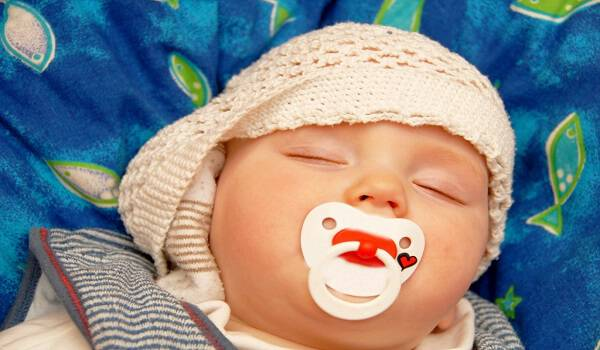 Έβαλε το γιο της για ύπνο με ένα κρεμμύδι-Ο λόγος με έχει ξαφνιάσει
