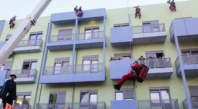 Έλληνες πυροσβέστες και ο Άγιος Βασίλης πήγαν στην Ογκολογική Μονάδα Παίδων για να μοιράσουν δώρα(ΒΙΝΤΕΟ/ΦΩΤΟ)