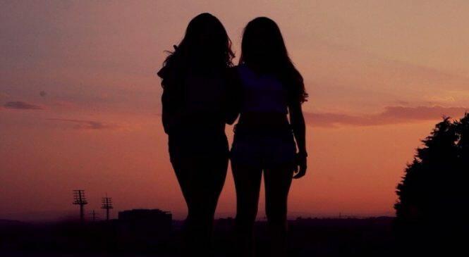 Οι φίλοι είναι το φως στα σκοτάδια μας