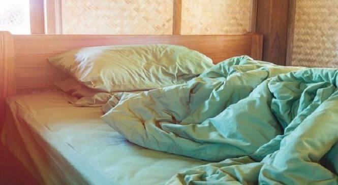 Επιστήμονες προειδοποιούν: Το στρώσιμο του κρεβατιού το πρωί κάνει κακό στην υγεία