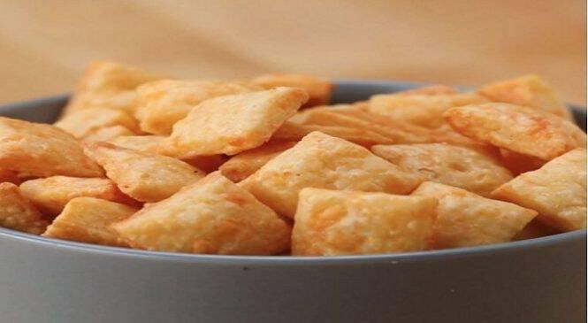 Φτιάξτε πεντανόστιμα σπιτικά κρακεράκια τυριού! – Θα σας ξετρελάνουν!