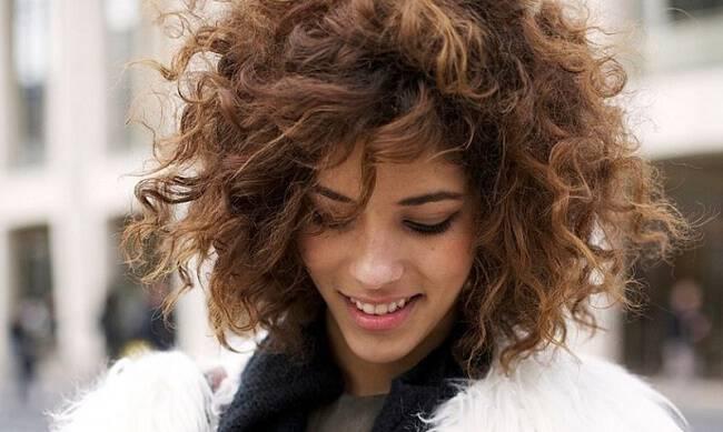 Αλλά επειδή αυτός ο τύπος μαλλιών είναι αρκετά ιδιαίτερος και χρειάζεται  ιδιαίτερη φροντίδα e6a608fd436