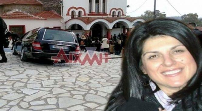 Σπαράζουν καρδιές στην κηδεία της 44χρονης από το Μεσολόγγι! Τραγικές φιγούρες τα 3 της παιδιά! (ΦΩΤΟ)