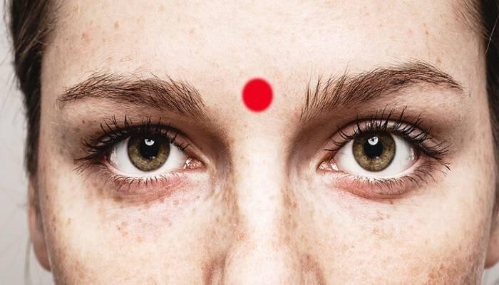 Κάνε μασάζ στο «τρίτο μάτι» σου και θα έχεις ΑΥΤΑ τα εκπληκτικά αποτελέσματα.