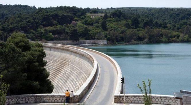 Σεισμός στην Αττική: Το «μυστικό» κρύβεται στο νερά της λίμνης του Μαραθώνα; Τι συμβαίνει;