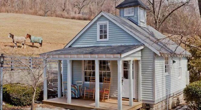 Αρχικά Φαίνεται σαν ένα Ακατοίκητο Σπίτι στο Χωριό. Όταν όμως δείτε στο Εσωτερικό του, θα σας Πέσει το Σαγόνι!