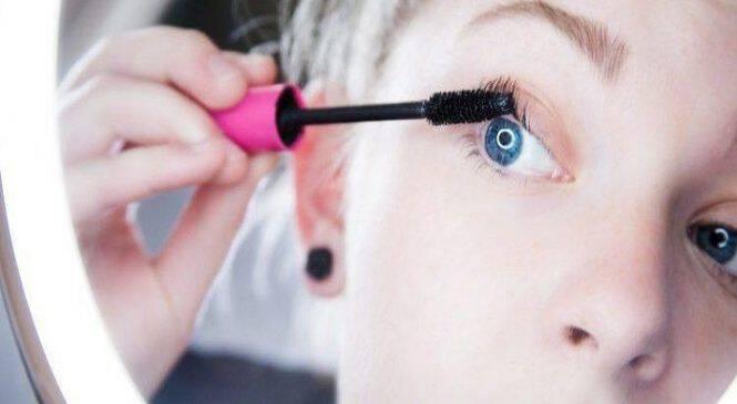 9 κόλπα μακιγιάζ που μπορούν να χρησιμοποιήσουν οι γυναίκες άνω των 30 για να φαίνονται νεότερες.