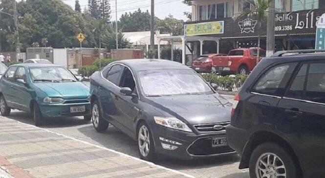 Γυναίκα οδηγός κάνει ασύλληπτο ξεπαρκάρισμα και αφήνει τους πάντες άφωνους