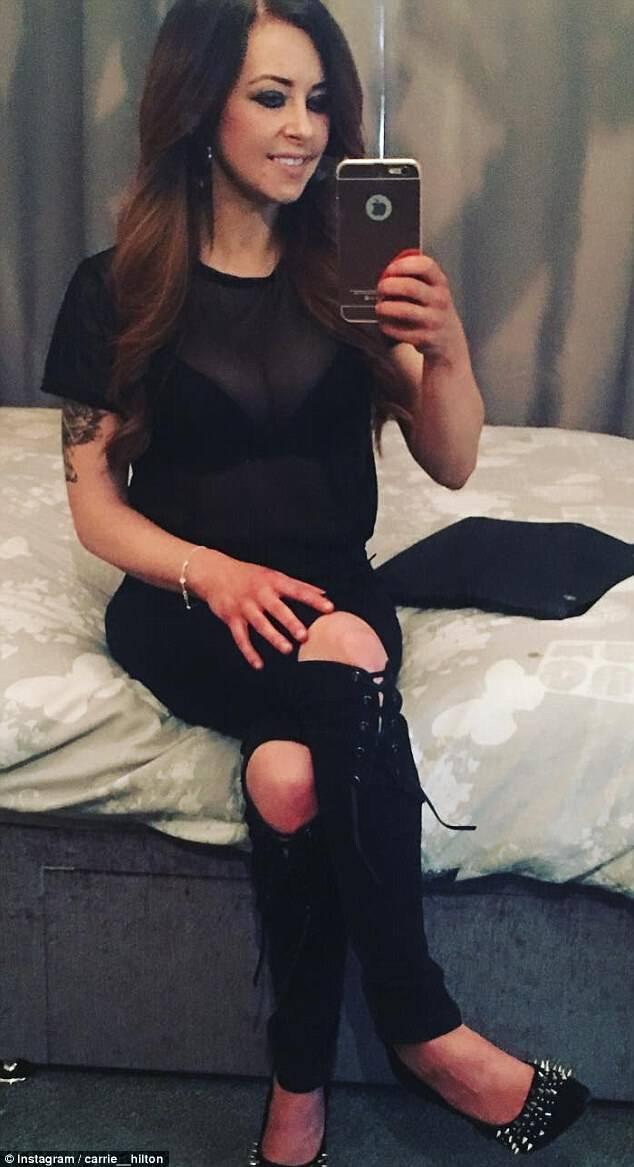 Η Carrie έχει δαπανήσει £ 13,000 για καλλυντικές θεραπείες, όπως εμφυτεύματα στήθους και επεκτάσεις τρίχας