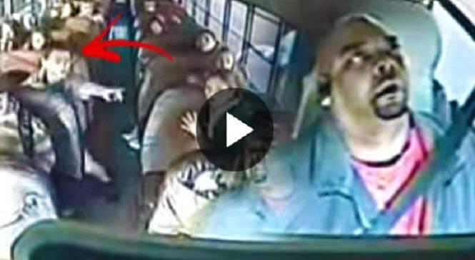 Οδηγός Σχολικού λιποθυμάει και ένας Μαθητής αρπάζει το Τιμόνι. Η Συνέχεια; Θα σας κόψει την Ανάσα!