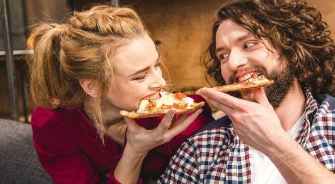 10 tips για να καταλάβεις αν ο κολλητός σου δε σε βλέπει μόνο φιλικά