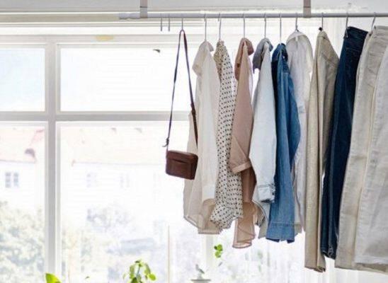 5 Τρόποι για να Αποθηκεύσετε τα Ρούχα σας αν δεν Έχετε Ντουλάπα