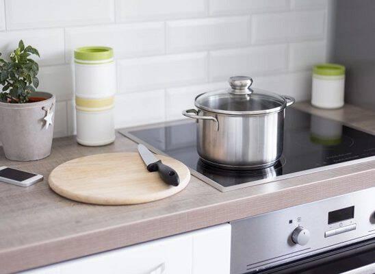 Ο σοβαρός λόγος που πρέπει να βγάζεις φωτογραφία την ηλεκτρική κουζίνα πριν φύγεις για διακοπές