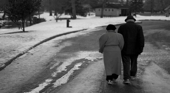 Μοναχοπαίδι θα πει να φροντίζεις ολομόναχος τους γονείς σου, όταν μεγαλώσουν
