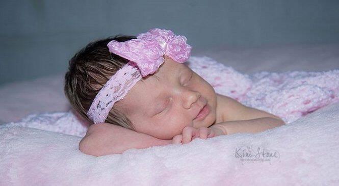 Όταν τα μωρά χαμογελούν στον ύπνο τους, τους μιλούν οι άγγελοι ….